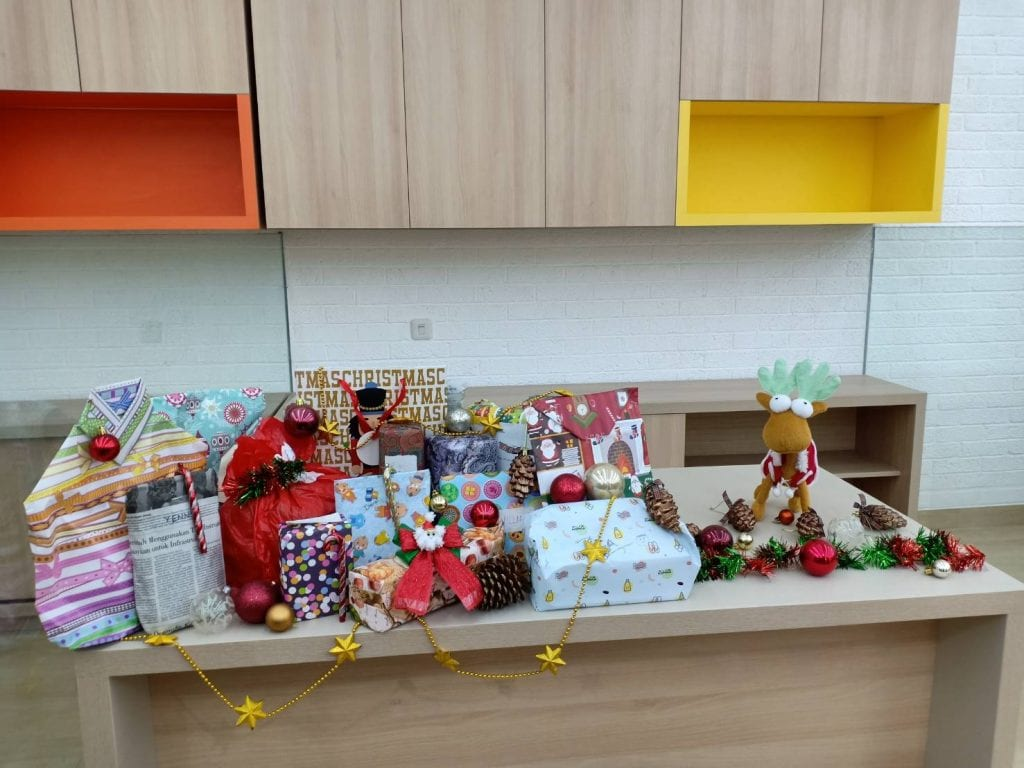 , Waktu Untuk Santa Claus Rahasia di AdIns, Advance Innovations